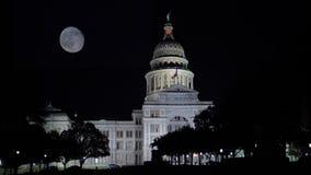 Δευτερεύουσα άποψη γωνίας νύχτας του θόλου κρατικού Capitol του Τέξας στο Ώστιν φιλμ μικρού μήκους