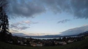 Δευτερεύουσα άποψη φεγγαριών λιμνών πέρα από τη λάκκα Leman Γενεύη απόθεμα βίντεο
