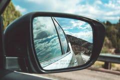 Δευτερεύων καθρέφτης του αυτοκινήτου εμφανίστε το παράθυρο στοκ φωτογραφία με δικαίωμα ελεύθερης χρήσης