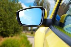 Δευτερεύων οπισθοσκόπος καθρέφτης σε ένα σύγχρονο αυτοκίνητο Στοκ φωτογραφίες με δικαίωμα ελεύθερης χρήσης