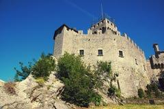Δεύτερος πύργος ή Rocca Cesta στο orizonta Di Άγιος Μαρίνος Repubblica Στοκ εικόνα με δικαίωμα ελεύθερης χρήσης