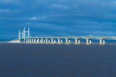 Δεύτερο Severn που διασχίζει, γέφυρα πέρα από το κανάλι του Μπρίστολ μεταξύ της Αγγλίας Στοκ φωτογραφία με δικαίωμα ελεύθερης χρήσης