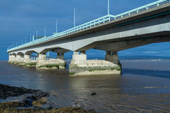 Δεύτερο Severn που διασχίζει, γέφυρα πέρα από το κανάλι του Μπρίστολ μεταξύ της Αγγλίας Στοκ Φωτογραφία