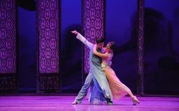Δεδομένου ότι η σκιά ακολουθεί τη μορφή-δεύτερη πράξη των γεγονότων δράμα-Shawan χορού του παρελθόντος στοκ εικόνες