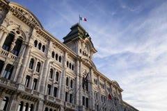 Δημαρχείο και ιταλική σημαία Στοκ Εικόνα
