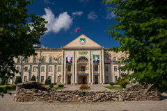 Δημαρχείο στο Γκρόζνυ το καλοκαίρι Στοκ Εικόνα