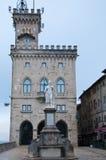 Δημαρχείο στο della Liberta, ελευθερία αγαλμάτων, Άγιος Μαρίνος πλατειών Στοκ εικόνες με δικαίωμα ελεύθερης χρήσης