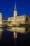 Δημαρχείο του Αμβούργο τη νύχτα Στοκ φωτογραφία με δικαίωμα ελεύθερης χρήσης