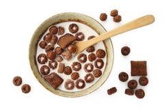 Δημητριακά και γάλα σοκολάτας στοκ εικόνα με δικαίωμα ελεύθερης χρήσης