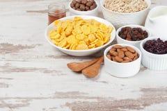 Δημητριακά και δημητριακά προγευμάτων Στοκ εικόνα με δικαίωμα ελεύθερης χρήσης