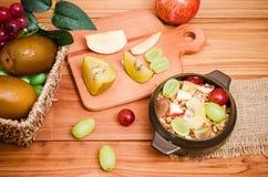 Δημητριακά και φρούτα Στοκ Εικόνες