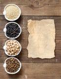 Δημητριακά και όσπρια στα κύπελλα στοκ εικόνα με δικαίωμα ελεύθερης χρήσης
