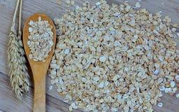 Δημητριακά με ένα κουτάλι Στοκ εικόνες με δικαίωμα ελεύθερης χρήσης