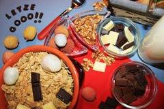 Δημητριακά με τη σοκολάτα και τα φρούτα Στοκ φωτογραφία με δικαίωμα ελεύθερης χρήσης