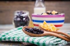 Δημητριακά με το μύρτιλλο Στοκ Εικόνες