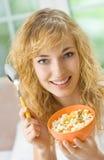 δημητριακά που τρώνε muslin τη γ&ups στοκ εικόνες με δικαίωμα ελεύθερης χρήσης