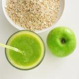Δημητριακά της Apple, καταφερτζήδων και oatmeal Στοκ φωτογραφία με δικαίωμα ελεύθερης χρήσης