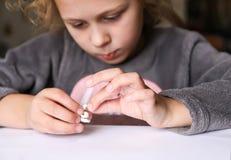 Δημιουργία αριθμών από τον άργιλο διαμόρφωσης Δημιουργικές δραστηριότητες στη διαδικασία Χριστούγεννα και νέο χειροποίητο ντεκόρ  στοκ φωτογραφία