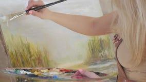 Δημιουργία της ζωγραφικής με τα ελαιοχρώματα και την ευρεία βούρτσα, σε αργή κίνηση απόθεμα βίντεο