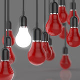 Δημιουργική λάμπα φωτός έννοιας ιδέας και ηγεσίας Στοκ Εικόνες