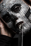Δημιουργική γυναίκα στα rhinestones με το σταυρό Στοκ φωτογραφίες με δικαίωμα ελεύθερης χρήσης