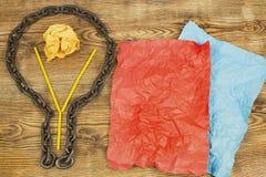 δημιουργική ιδέα Αλυσίδα με μορφή βολβού Έννοια της ιδέας και της καινοτομίας με τη σφαίρα εγγράφου Στοκ Φωτογραφία