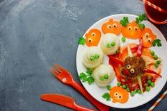 Δημιουργική ιδέα για το γεύμα ή το μεσημεριανό γεύμα μωρών - αστείο κεφτές W αραχνών Στοκ Φωτογραφία