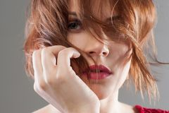 δημιουργική μόδα Ομορφιά hairstyle που διαφημίζει στοκ εικόνα