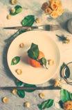 Δημιουργική artsy ιδέα επιτραπέζιων ντεκόρ στοκ φωτογραφίες