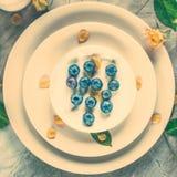 Δημιουργική artsy ιδέα επιτραπέζιων ντεκόρ στοκ φωτογραφία