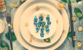 Δημιουργική artsy ιδέα επιτραπέζιων ντεκόρ στοκ εικόνα με δικαίωμα ελεύθερης χρήσης