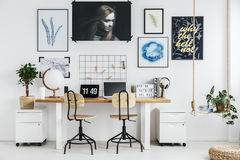 Δημιουργικός εργασιακός χώρος στο σπίτι στοκ φωτογραφία με δικαίωμα ελεύθερης χρήσης