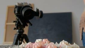 Δημιουργικός τρόπος ζωής τέχνης εργασίας φωτογράφων παρασκηνίων φιλμ μικρού μήκους