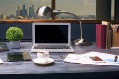 Δημιουργικός υπολογιστής γραφείου hipster στοκ εικόνα