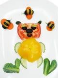 Δημιουργικό αστείο φυτικό πρόχειρο φαγητό με την ντομάτα Στοκ Εικόνες