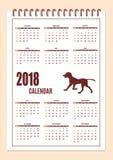 Δημιουργικό ημερολόγιο με τη συρμένη σκιαγραφία σκυλιών για το έτος 2018 τοίχων Στοκ Φωτογραφίες