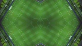 Δημιουργικό καλειδοσκόπιο από το πλαίσιο με τον κηφήνα Κενός αγωνιστικός χώρος ποδοσφαίρου τη νύχτα ελεύθερη απεικόνιση δικαιώματος