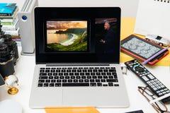 Δημιουργικό περιβάλλον δωματίων που επιδεικνύει το Philip Schiller από τη Apple που μιλά για το ψήφισμα του iPad υπέρ Στοκ φωτογραφίες με δικαίωμα ελεύθερης χρήσης