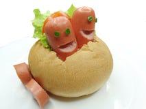 Δημιουργικό σάντουιτς τροφίμων με το λουκάνικο Στοκ Φωτογραφία