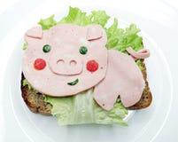 Δημιουργικό σάντουιτς τροφίμων με το λουκάνικο Στοκ Εικόνες