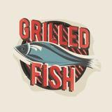 Δημιουργικό σχέδιο λογότυπων με τα ψημένα στη σχάρα ψάρια επίσης corel σύρετε το διάνυσμα απεικόνισης Στοκ εικόνες με δικαίωμα ελεύθερης χρήσης