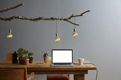 Δημιουργικό χώρου εργασίας αναδρομικό σχεδίου σχέδιο λαμπτήρων γραφείων οργανικό Στοκ Εικόνα