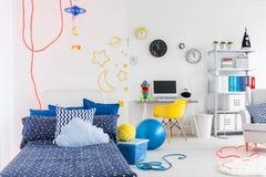 Δημιουργικό δωμάτιο του δημιουργικού παιδιού Στοκ Εικόνες