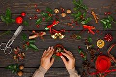 Δημιουργικό diy χόμπι διακόσμηση Χριστουγέννω&nu Στοκ Φωτογραφία