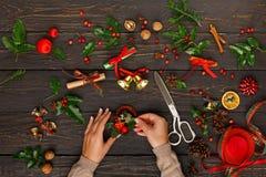 Δημιουργικό diy χόμπι διακόσμηση Χριστουγέννω&nu Στοκ φωτογραφία με δικαίωμα ελεύθερης χρήσης