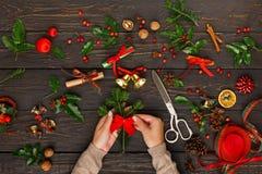Δημιουργικό diy χόμπι διακόσμηση Χριστουγέννω&nu Στοκ εικόνα με δικαίωμα ελεύθερης χρήσης