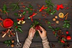 Δημιουργικό diy χόμπι διακόσμηση Χριστουγέννω&nu Στοκ Εικόνα