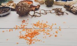 Δημιουργικό diy χόμπι Χειροποίητη διακόσμηση Χριστουγέννων τεχνών Στοκ φωτογραφία με δικαίωμα ελεύθερης χρήσης