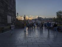 Δημοκρατία της Τσεχίας, Πράγα, στις 8 Σεπτεμβρίου 2018: Το πλήθος των ανθρώπων τουριστών που η εικόνα του πανοράματος κάστρων της στοκ φωτογραφίες