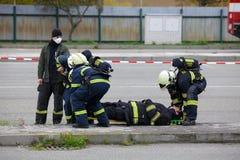 ΔΗΜΟΚΡΑΤΊΑ ΤΗΣ ΤΣΕΧΊΑΣ, PLZEN, ΣΤΙΣ 30 ΣΕΠΤΕΜΒΡΊΟΥ 2015: Ομάδα διάσωσης των πυροσβεστών Στοκ Εικόνες